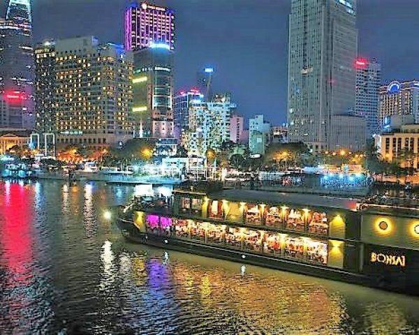 Bonsai boat by night- Saigon (resize)